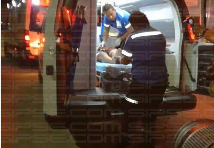 El arribo de los heridos al lugar fue casi al mismo tiempo, lo que personal médico actuó de forma inmediata. (Foto: Redacción/SIPSE).