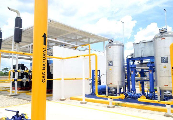 El abasto de gas natural dará a la industria yucateca mejores niveles de competitividad. (Foto: Daniel Sandoval/Milenio Novedades)