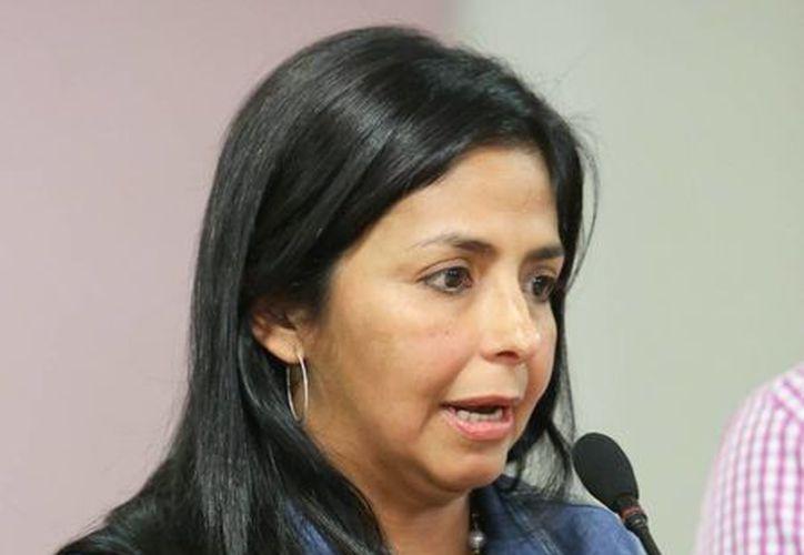 Delcy Rodríguez en una rueda de prensa en el palacio presidencial, cuando fungía como ministra de Comunicación en Caracas. (EFE)