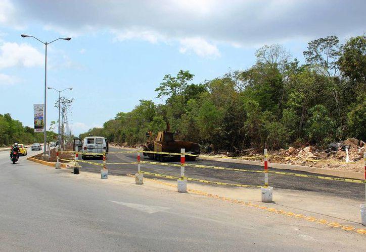 Una vez que concluyan los trabajos será inmediatamente cuando se habilite el doble carril del acceso principal. (Octavio Martínez/SIPSE)