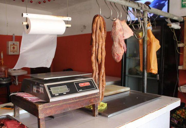 Los carniceros de Playa del Carmen deben viajar aproximadamente 70 kilómetros para poder surtirse de carne en el rastro más cercano que tienen, el de Cancún.  (Luis Ballesteros/SIPSE)