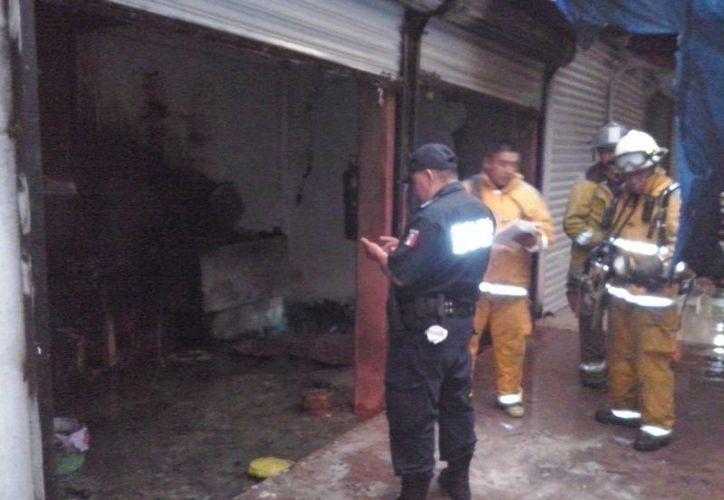 Las autoridades tomaron datos de los daños que se registraron. (Redacción/SIPSE)
