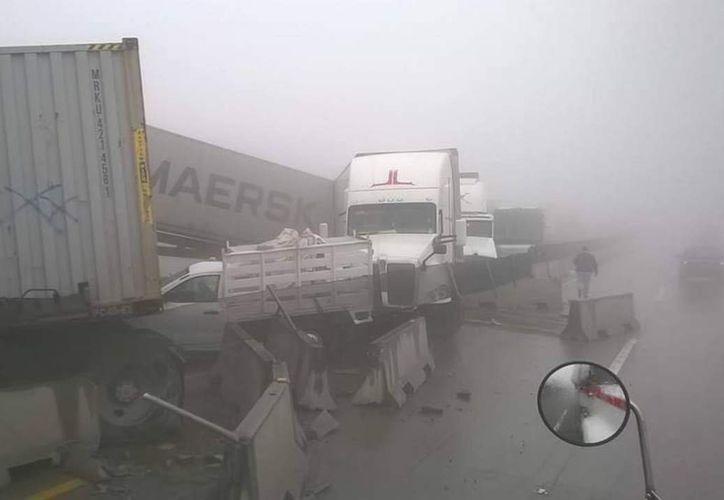 La densa neblina habría provocado el accidente, pues la visibilidad se mantenía menor a los 50 metros. (Foto: Financiero)