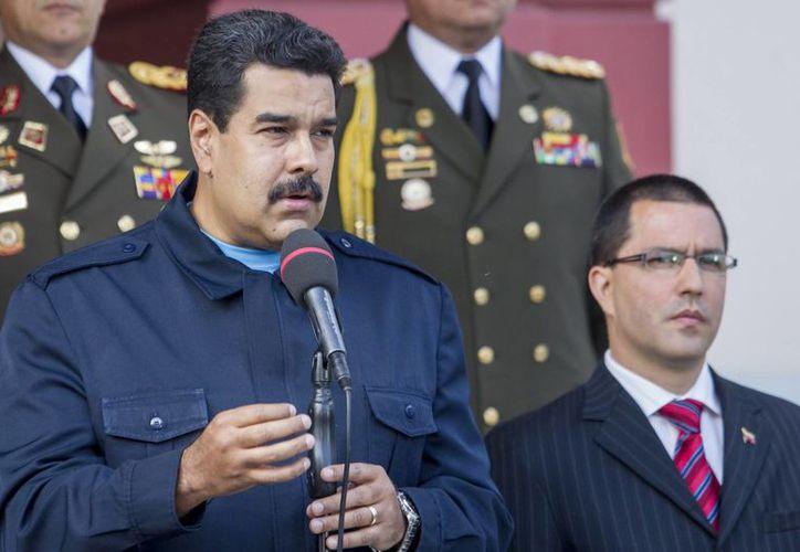 Nicolás Maduro sostiene que la 'guerra económica' que vive Venezuela es provocada por adversarios políticos. (EFE)