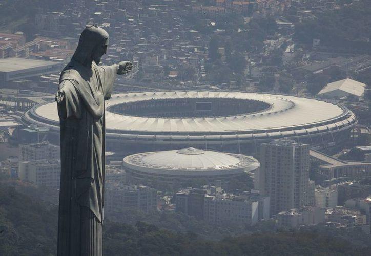 Las tinieblas han invadido el estadio brasileño Maracaná debido a una deuda por falta de pago de electricidad durante meses. (AP)