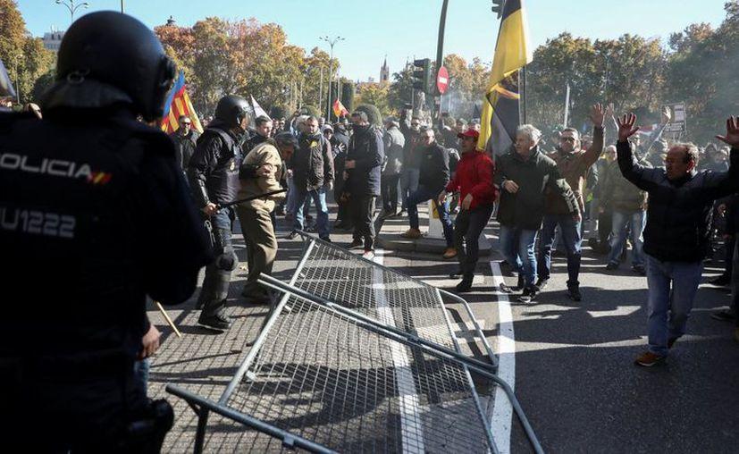 Taxistas protestaron contra los servicios de Uber y Cabify en España. (Juan Medina/Reuters).