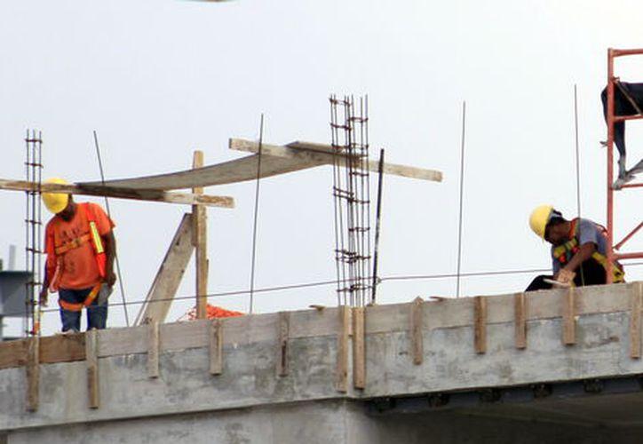 El alza al cemento impacta en las constructoras: (Foto: Milenio Novedades)