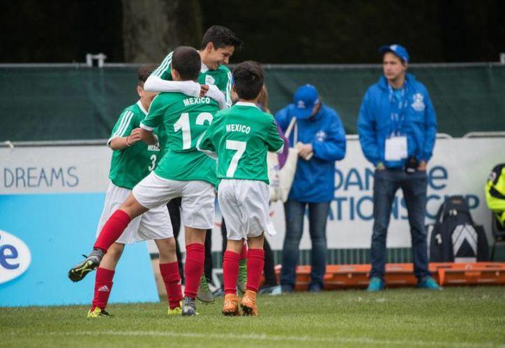 El representativo de México avanzó a la siguiente ronda, luego de vencer a Austria y Egipto, aunque perdió con la selección de Alemania.(Foto tomada de Twitter/@danonenationcup)