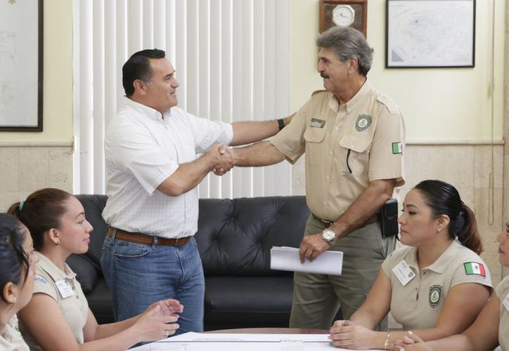 Barrera Concha con el director del Programa de Guardaparques, Benjamín Millet Molina.