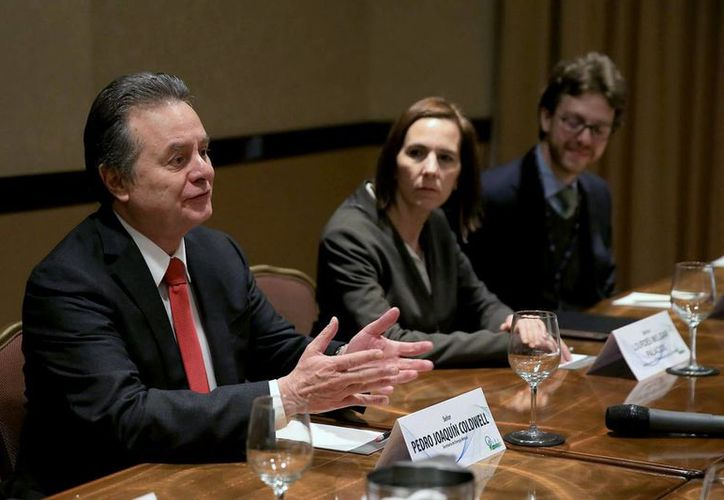 El secretario mexicano de Energía, Pedro Joaquín Coldwell, en primer plano, durante su participación en la Cumbre de Inversión Energética Mesoamericana, en Guatemala, el miércoles 4 de noviembre de 2014. (Notimex).