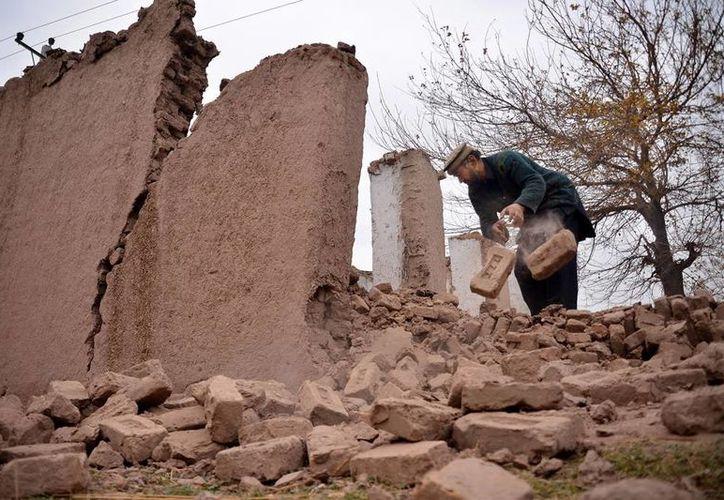 Un sismo de magnitud 6.9 sacudió zonas de Afganistán y Pakistán y dejó varios heridos y algunos daños materiales. (AP)