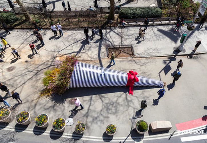 El ramo de flores del proyecto  'Broadway Bouquet' mide 12 metros de longitud. (Foto: Terrain Work)