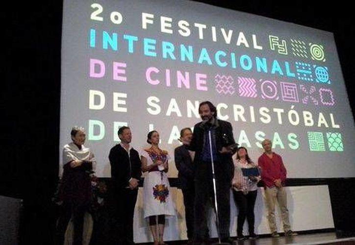 El Festival de Cine reconoció a las mejores películas de diferentes géneros. En la foto, los organizadores del evento durante la ceremonia de clausura. (Foto tomada de Twitter/Festival de cine de San Cristóbal)