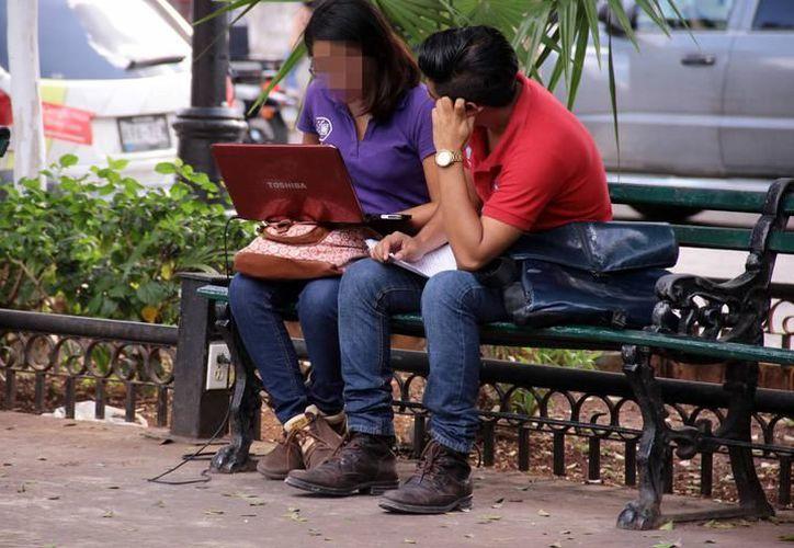 Piden a usuarios de pantallas electrónicas no exponer su vista en exceso. (Milenio Novedades)