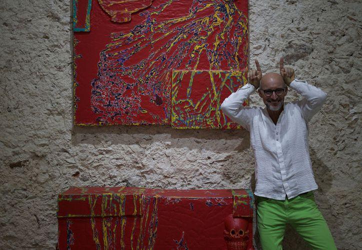 """El artista norteamericano Randy Shull realiza un homenaje a México con la exposición """"La Hamaca del Diablo"""", la cual abrirá sus puertas hoy al mediodía en el Centro Cultural La Cúpula."""