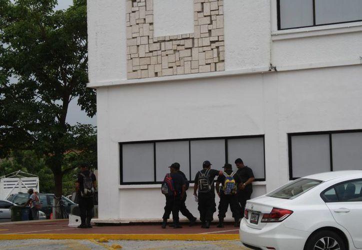Guardias niegan haber ido a reclamar el pago de su quincena vencida. (Loana Segovia/SIPSE)