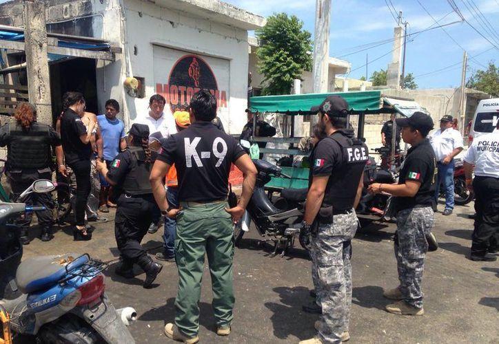 Imagen del operativo en los talleres de motocicletas en Progreso. (Gerardo Keb/Milenio Novedades)