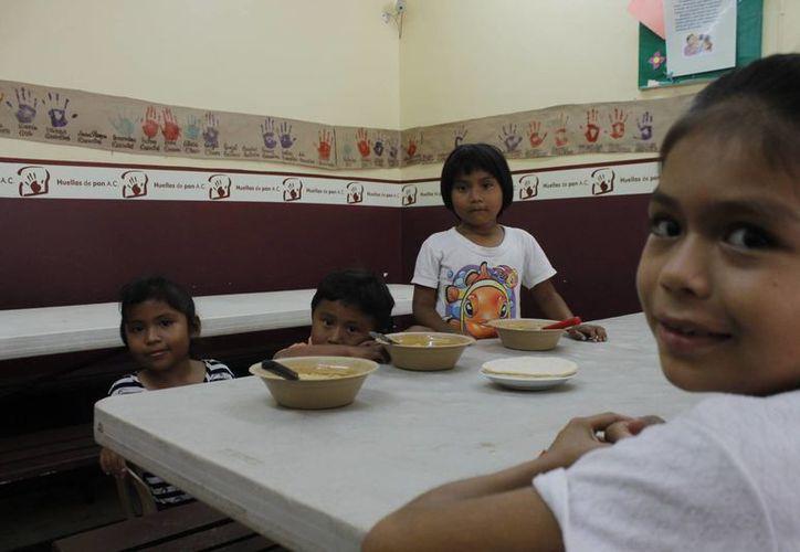 La comida para los niños inicia a las 12 horas. (Jesús Tijerina/SIPSE)