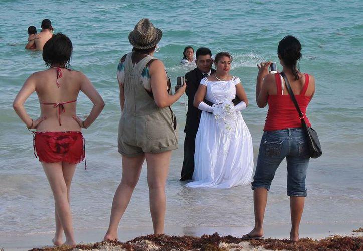 Cozumel lleva varios años buscando colocarse como un destino de bodas. (Gustavo Villegas/SIPSE)