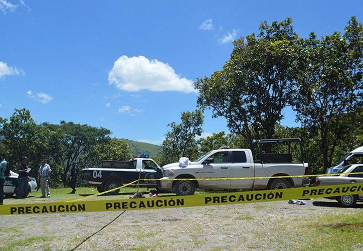Apenas este martes fueron localizados los cadáveres de dos personas, con impactos de arma de fuego, en el libramiento viejo Chilpancingo, Tixtla, del punto conocido como La Virgen. (Excelsior)