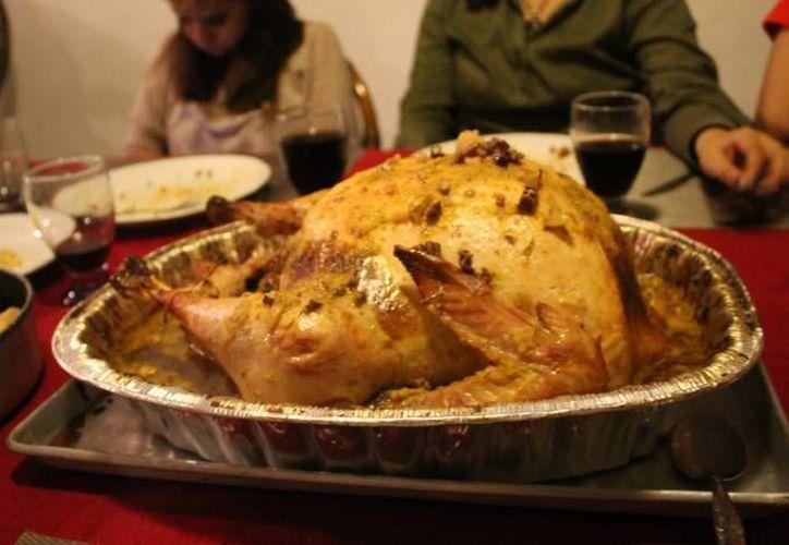 Piden combinar la carne de  pavo, pollo y cerdo con ensalada de verduras. (Archivo/SIPSE)