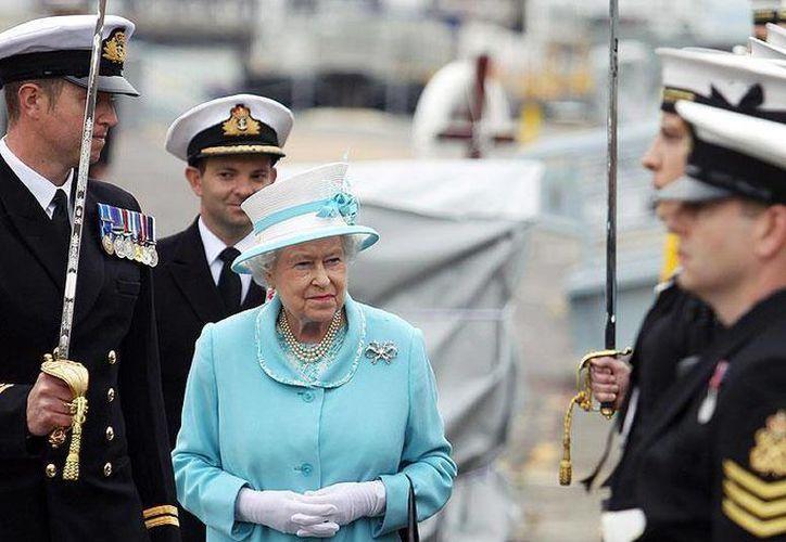 La soberana convivió con sus invitados por espacio de una hora. (The British Monarchy/Facebook)