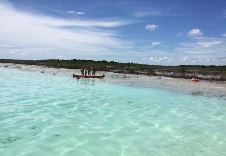 Lancheros denunciaron algunas embarcaciones encalladas en las estructuras rocosas. (Foto: Javier Ortiz)