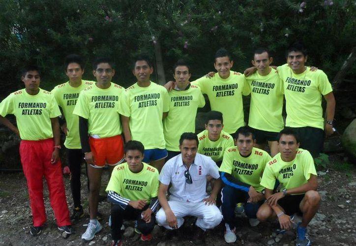 En este momento el programa Formando Atletas por México apoya a 11 jóvenes entre los 14 y los 26 años de edad. (Facebook/Formando Atletas A.C.)