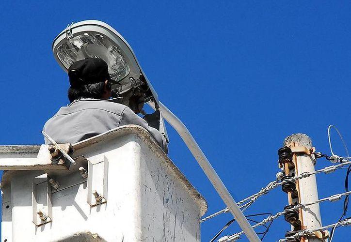 El Ayuntamiento de Mérida sustituyó las luminarias de la empresa AB&C Leasing. (SIPSE)