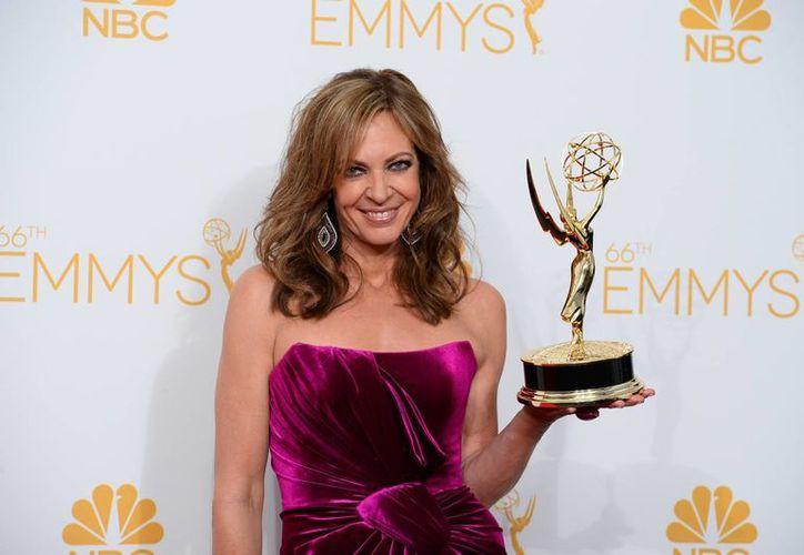 Allison Janney triunfó como Mejor Actriz de reparto en una serie de comedia, gracias a su papel en 'Mom'. (Foto: AP/ Jordan Strauss/Invision)