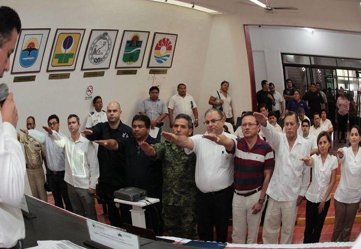 Toma de protesta de los nuevos integrantes del Comité Especializado en Fenómenos Hidrometeorológicos. (Julián Miranda/SIPSE)
