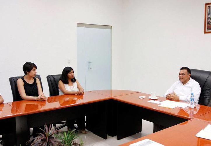 Integrantes del Centro de Gestión y Cooperación Internacional para el Desarrollo (Cgcid) se reunieron con el gobernador, Rolando Zapata Bello. (Cortesía)