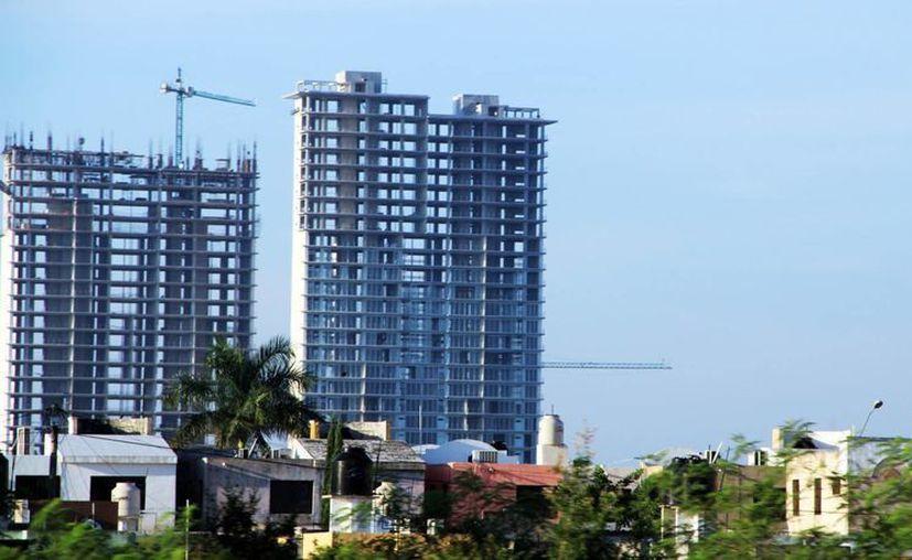 En el norte de la ciudad ya se levantan edificios que operarán en departamentos. (Milenio Novedades)
