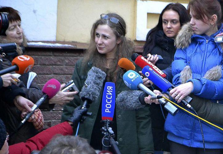 María Alekhina criticó que su liberación y la de Nadezhda es más bien debido a la imagen mundial que quiere dar el gobierno de Rusia al mundo de cara a los Juegos Olímpicos de invierno en Sochi, en febrero. (Agencias)