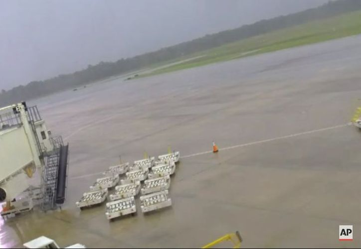 La caída de rayos es una de las principales causas de muerte asociadas a las tormentas en el país. (Foto: Captura del video)