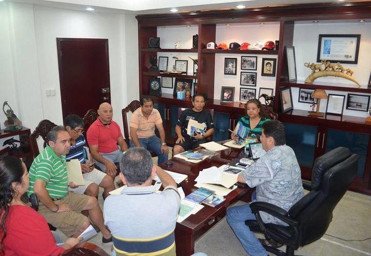 El presidente municipal, Agapito Magaña Sánchez, se reunió con empresarios de los rubros hotelero y restaurantero. (Redacción/SIPSE)