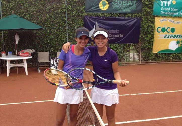 Itza Trabulse y Karla Cordero, en la gira internacional de tenis. (Redacción/SIPSE)