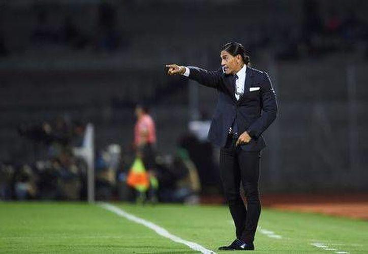 Francisco Palencia es uno de los entrenadores novatos que se encuentran dirigiendo en la Liga MX. En el Clausura 2017 tiene a Pumas en el tercer lugar general.(Archivo/SIPSE)
