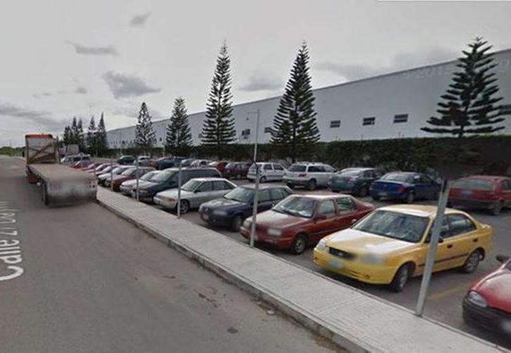 La alta afluencia de vehículos provoca que empresas abran nuevos negocios y mega sucursales. Imagen de uno de las comercios ubicados en en esta vía. (Google Maps)