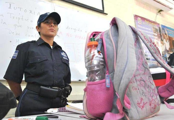 Las autoridades fortalecen la protección en los centros escolares. (Redacción /SIPSE)