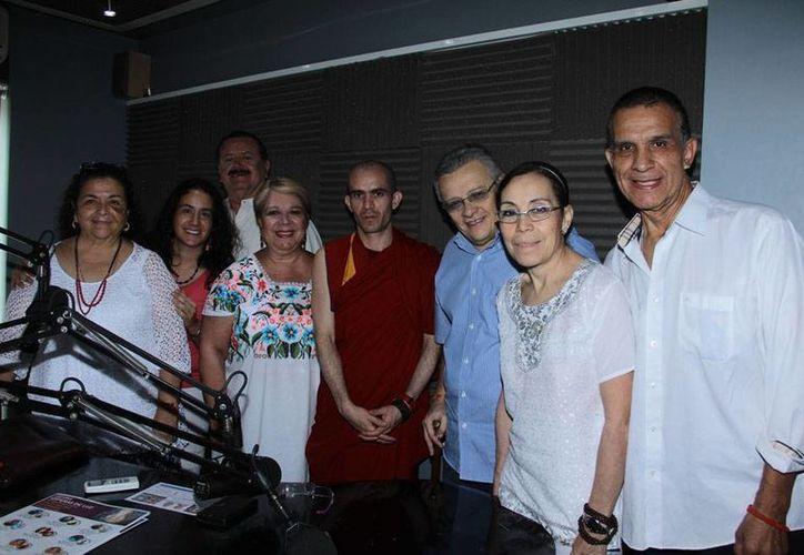Conductores e invitados del programa de radio 'Salvemos una vida' que se trasmite todos los viernes por estación 'La Nueva Amor' de Grupo SIPSE. (Milenio Novedades)