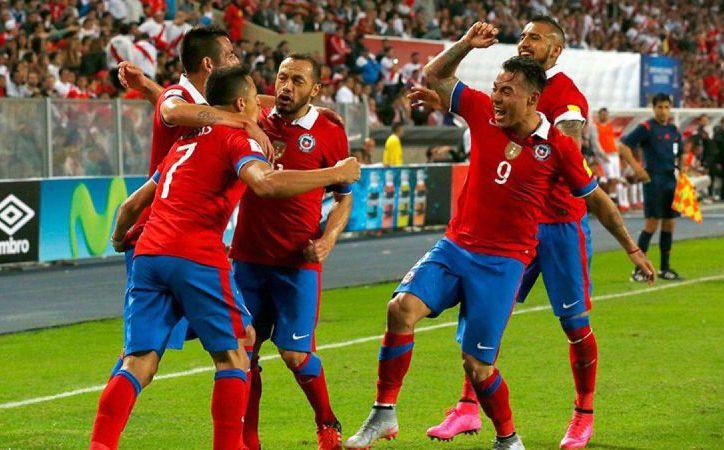 La selección de Chile, que nunca había sido campeona de Copa América, y que lo consiguió en 2015 y 2016, va mal en la eliminatoria mundialista, que continúa este martes. (t13.cl)