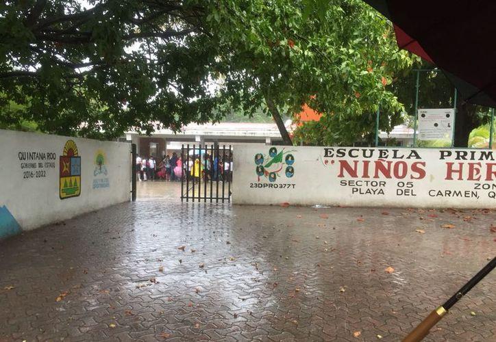 Vecinos reportaron los hechos que se registraron en la escuela primaria Niños Héroes. (Redacción/SIPSE)