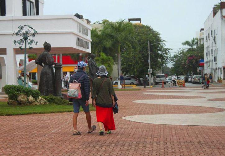 La temperatura descendió ligeramente en Playa del Carmen el lunes y se espera el martes continúe así. (Daniel Pacheco/SIPSE)