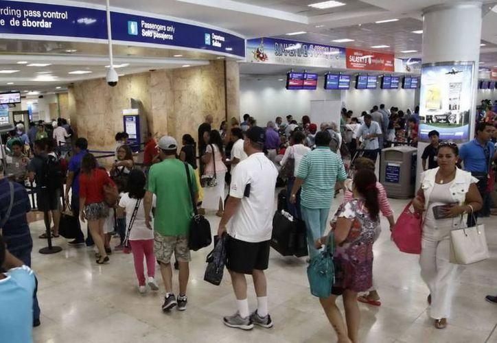 Aplicarán el impuesto a los extranjeros que ingresen vía aérea a los destinos turísticos del país. (Redacción)