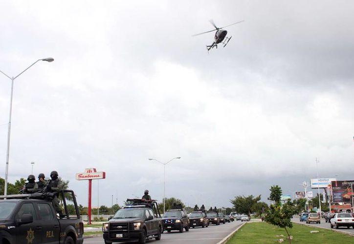 El helicóptero que sobrevoló varias partes de Mérida llamó la atención de los ciudadanos. (Milenio Novedades)