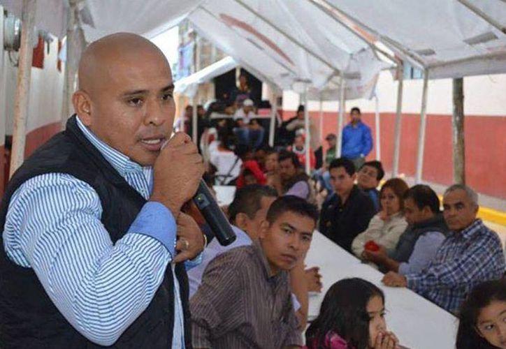 Autoridades señalan que la región de La Montaña existe preocupación por la violencia y buscan si existe alguna relación con el asesinato. Imagen de Ulisés Fabián Quiroz durante su campaña en Chilapa, Guerrero. (Excelsior)