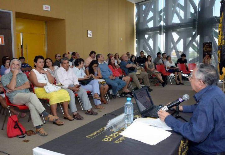 """Participantes del coloquio """"La relación sociedad-naturaleza entre los mayas"""", en el marco del FICMaya. (Milenio Novedades)"""