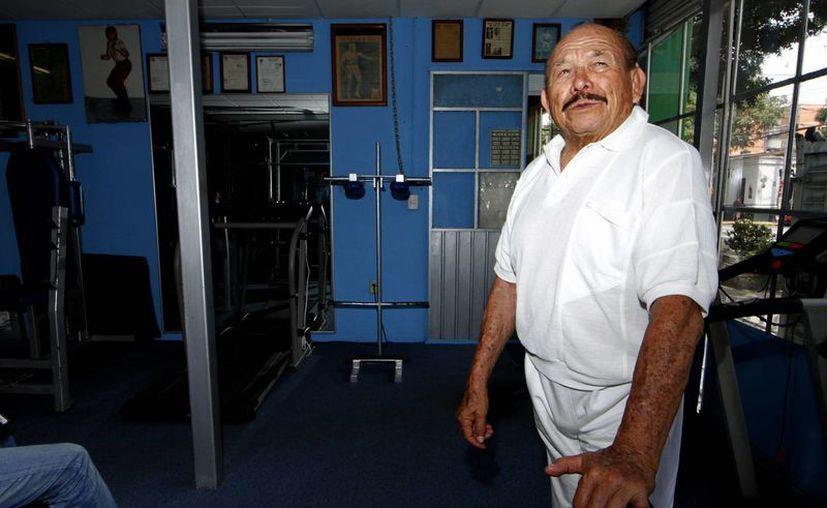 El ex luchador Ismael Ramírez (también conocido como el Charles Bronson mexicano por su parecido con el actor) cumplió su sueño abajo del ring, al convertirse en el doble del Santo en sus películas. (Notimex)