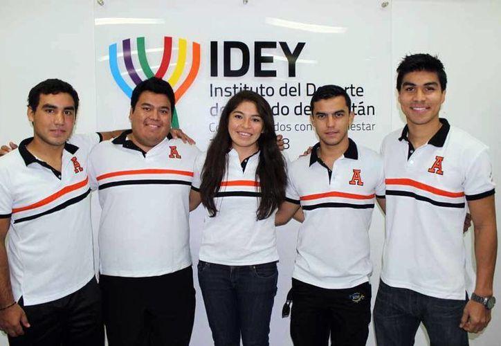 Estudiantes deportistas de la Unimayab van a eventos internacionales. (SIPSE)